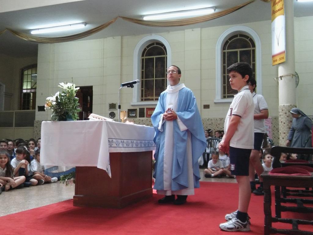 Exalumno Sacerdote celebra a la Inmaculada