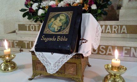 Orando con la Biblia…